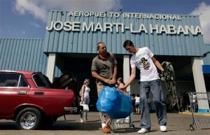 Muchos cubanos deciden emigrar por razones económicas