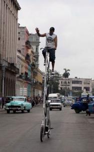 Félix Guirola sueña con construir una bicicleta de ocho metros de altura
