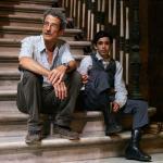 Fernado Pérez junto al pequeño actor que interpretó a Martí